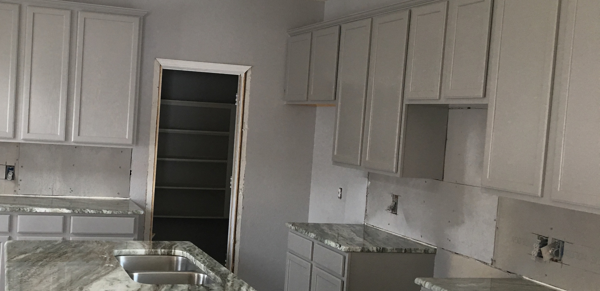 Exotic_fantasy_brown_marble_kitchen_isla