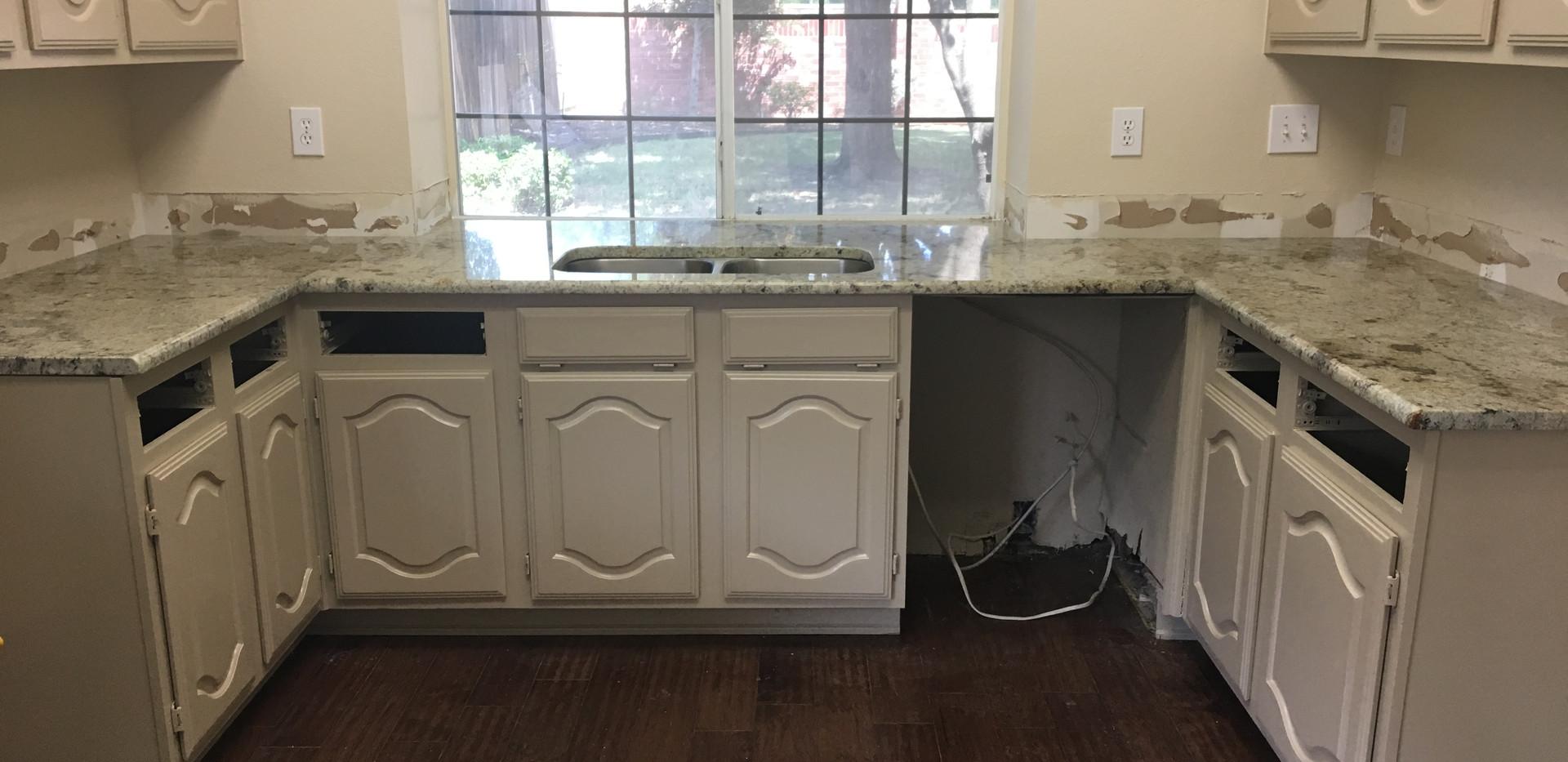 gray_granite_kitchen_countertop_sink.JPG
