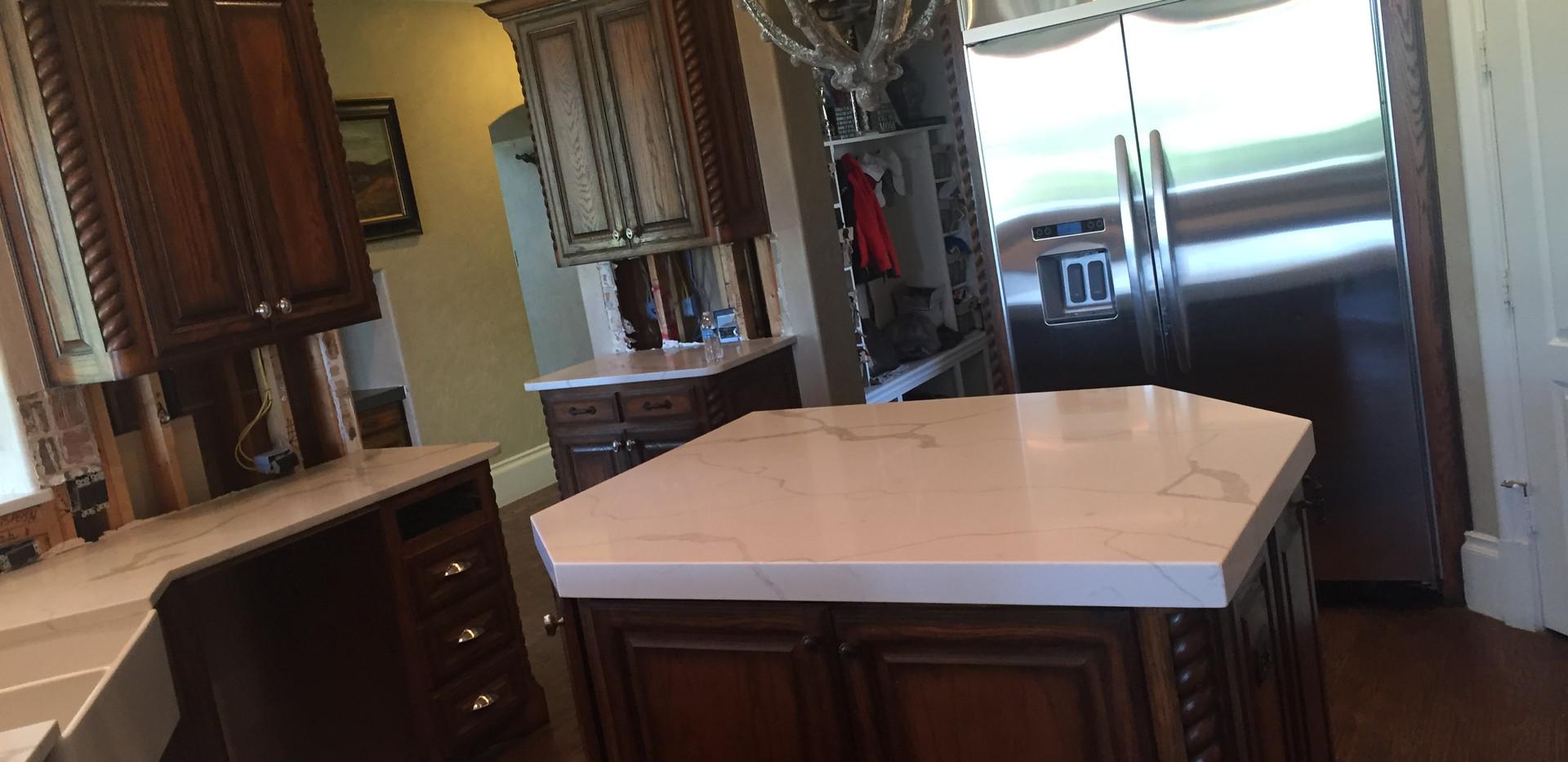white_quartz_kitchen_countertops_island.