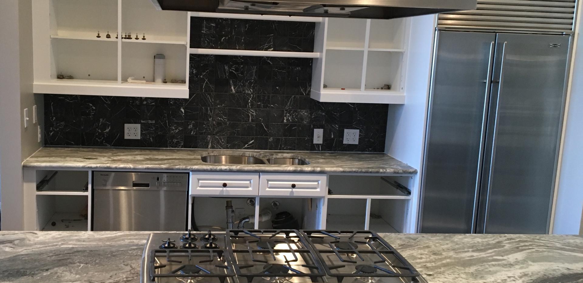 Exotic_fantasy_brown_kitchen_overmount_r