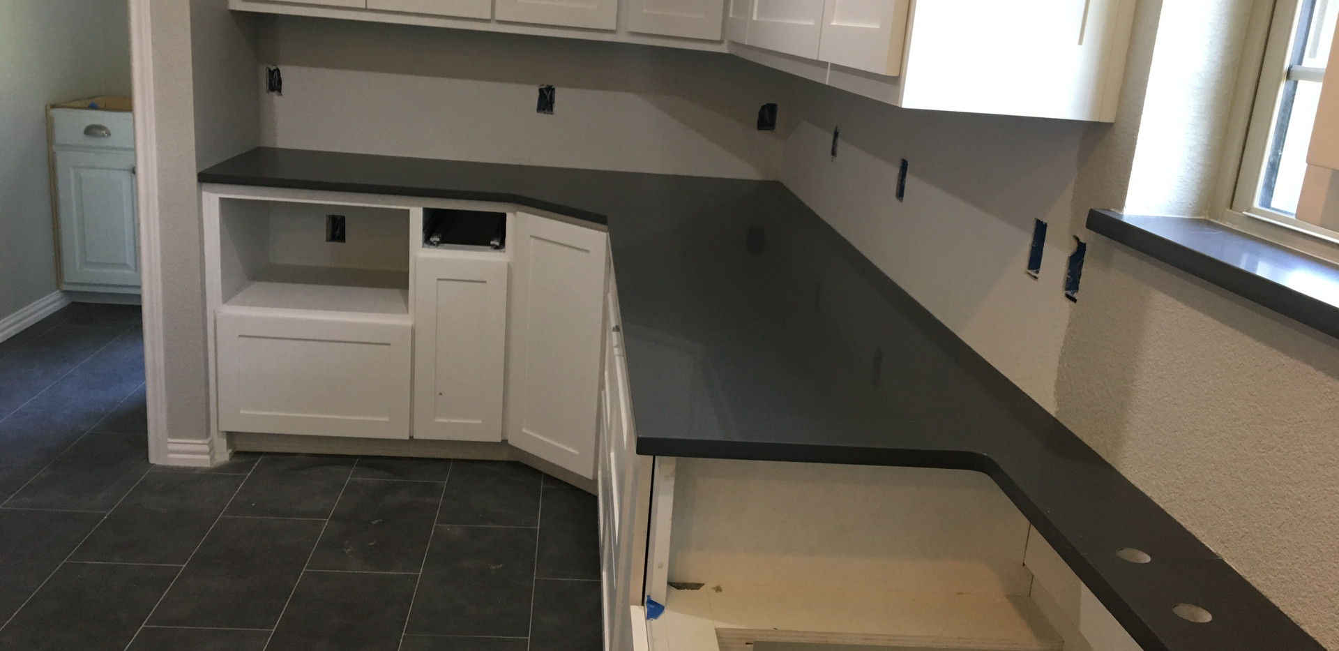 pure_black_quartz_kitchen_countertop_far