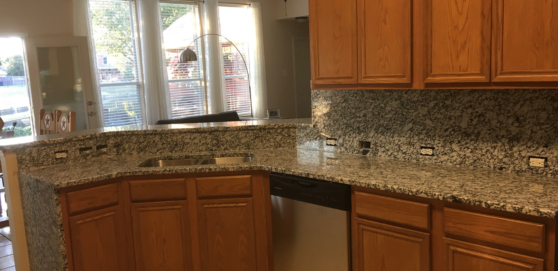 granite_waterfall_kitchen_countertop.jpg