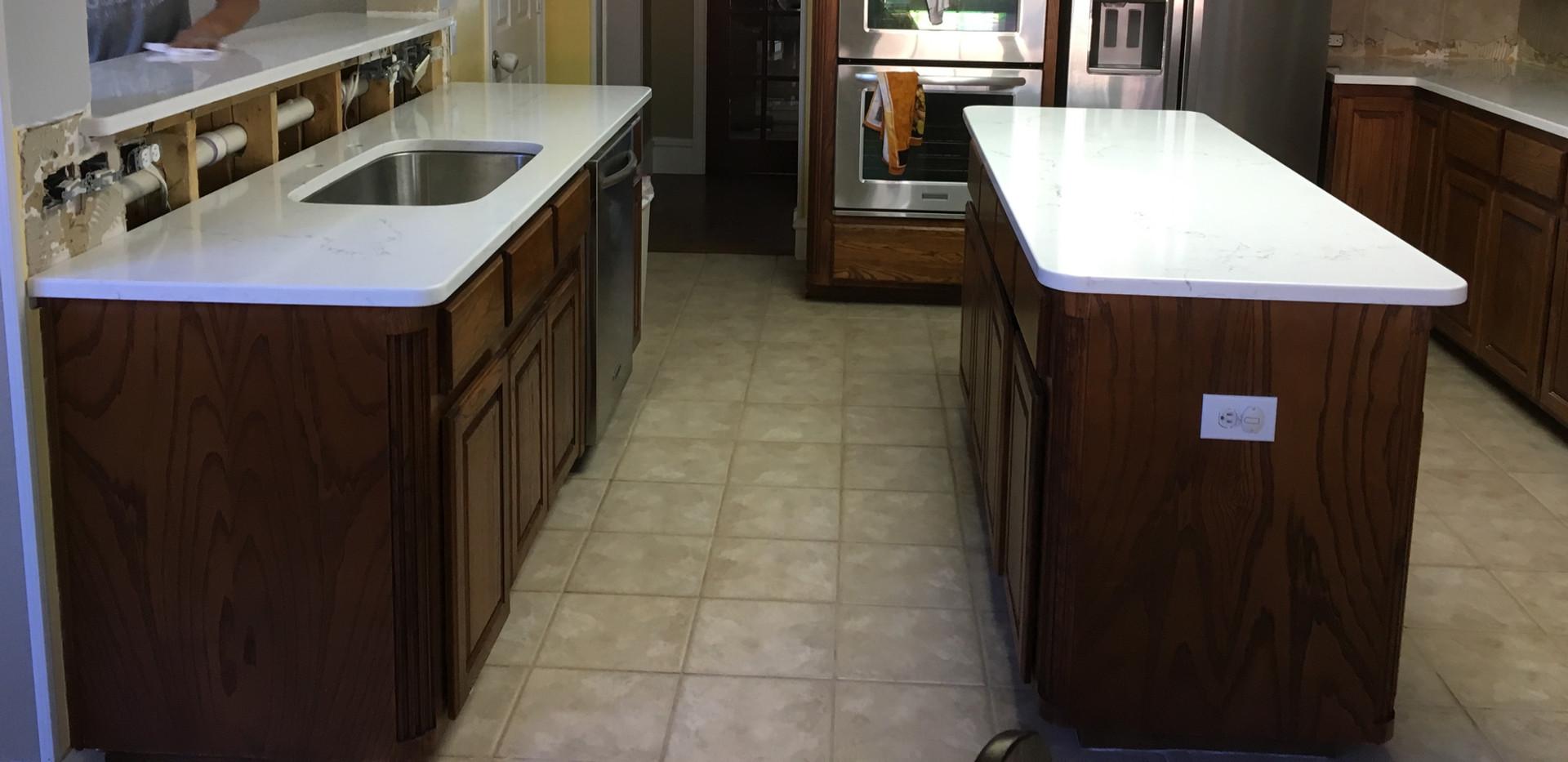White_quartz_kitchen_island.jpg