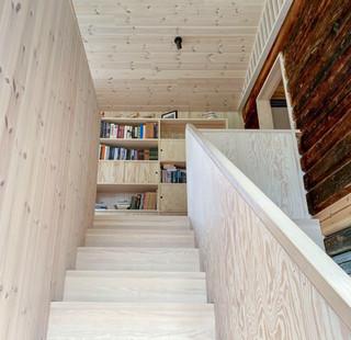 trapp og bokhylle_Formo.jpg