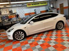 Sedan Tesla Tints