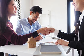 Customer shaking hand with agency of a r