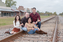 Family_Photography_Location_Austin_Texas_Railroad_Tracks_Parents_Siblings