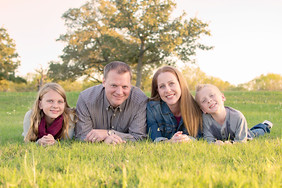Family_Photo_Nature_Outdoor_Session_Austin_Texas_Photography_Photo_Mom_Dad_Siblings.jpg