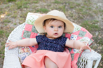 Baby_Photography_Photo_Props_Outdoor_Session_Austin_Texas_Family_Child_Girl