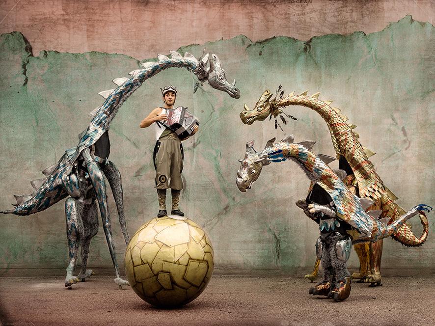 07-tiritirantes-ulterior-circo-teatro-espectaculo-itinerante-pasacalles