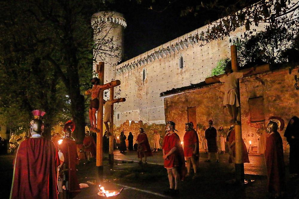 Rosse Torri - Ivrea - Passione di Cristo  - Crocefissione Sotto le Mura del Castello - Foto Fulvio Lavarino