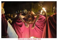 Passione_di_Cristo_Ivrea_2018_-_Città_UNESCO_-_Gianni_Trezar_-_(Deposizione_nel_Sepolcro)