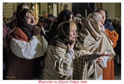 Passione_di_Cristo_Ivrea_2018_-_Città_UNESCO_-_Gianni_Trezar_-_(Donne_di_Gerusalemme_Piangenti)