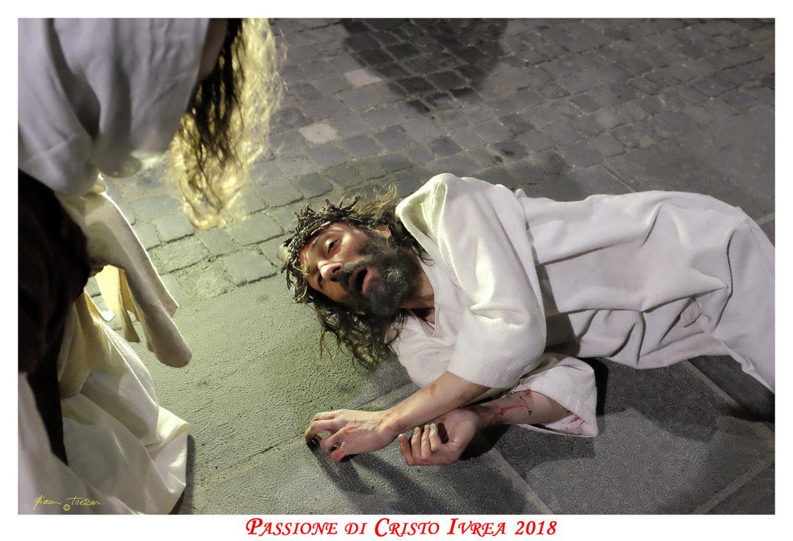 Passione_di_Cristo_Ivrea_2018_-_Città_UNESCO_-_Gianni_Trezar_-_(Cristo_e_Veronica)