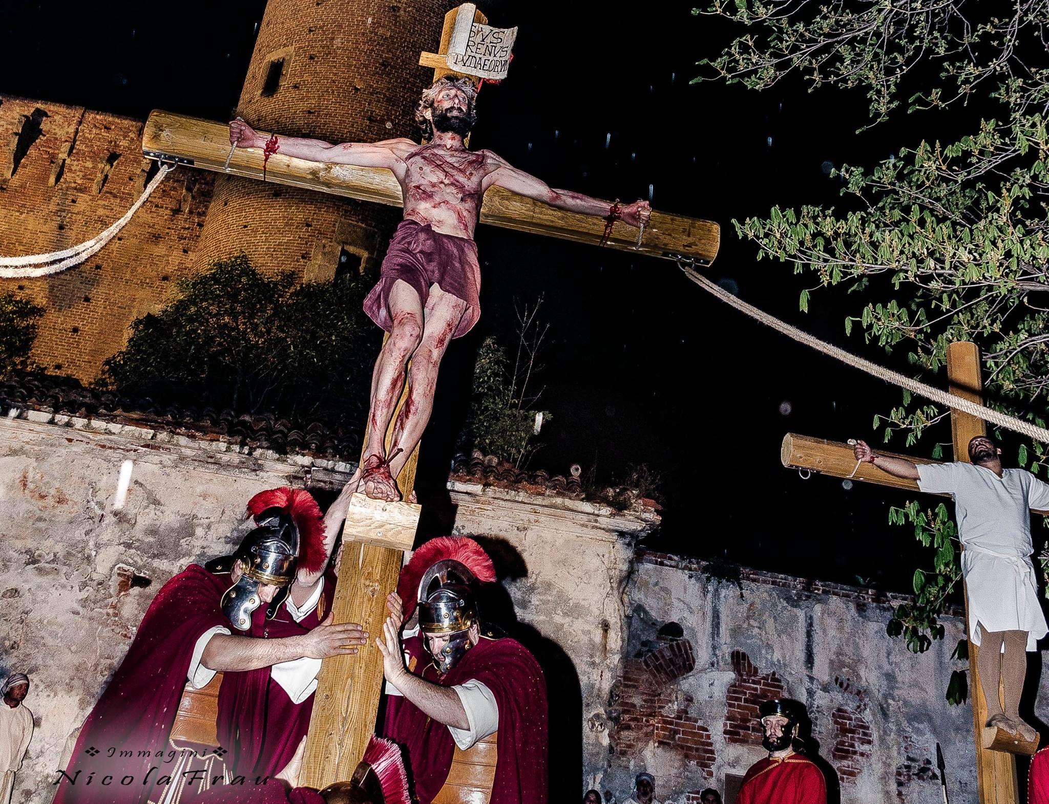 Passione di Cristo Ivrea 2017 - UNESCO - Nicola Frau (Crocefissione davanti al Castello)