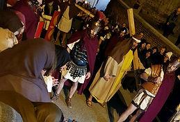 Ivrea - Passione Il Cireneo Aiuta il Cristo