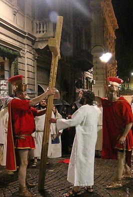 Ivrea - Gesù Abbraccia la Croce