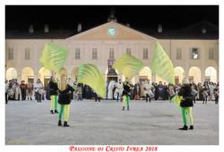 Passione_di_Cristo_Ivrea_2018_-_Città_UNESCO_-_Gianni_Trezar_-_(Sbandieratrici_di_San_Salvatore)