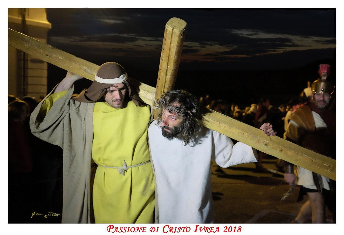 Passione_di_Cristo_Ivrea_2018_-_Città_UNESCO_-_Gianni_Trezar_-_(Simone_di_Cirene_-_Il_Cireneo)