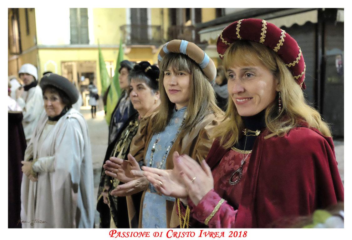 Passione_di_Cristo_Ivrea_2018_-_Città_UNESCO_-_Gianni_Trezar_-_(Le_Dame_dei_Ruset)