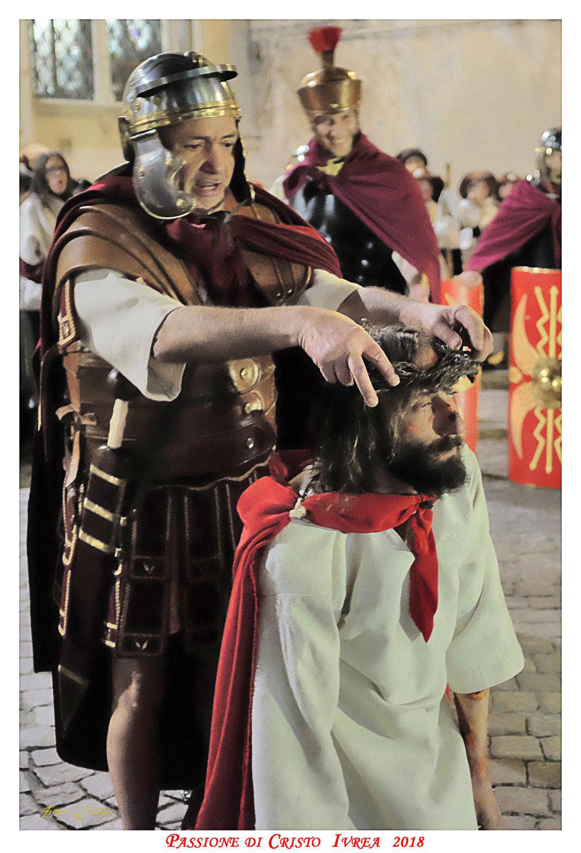 Passione_di_Cristo_Ivrea_2018_-_Città_UNESCO_-_Gianni_Trezar_-_(Il_Cristo_viene_Deriso)