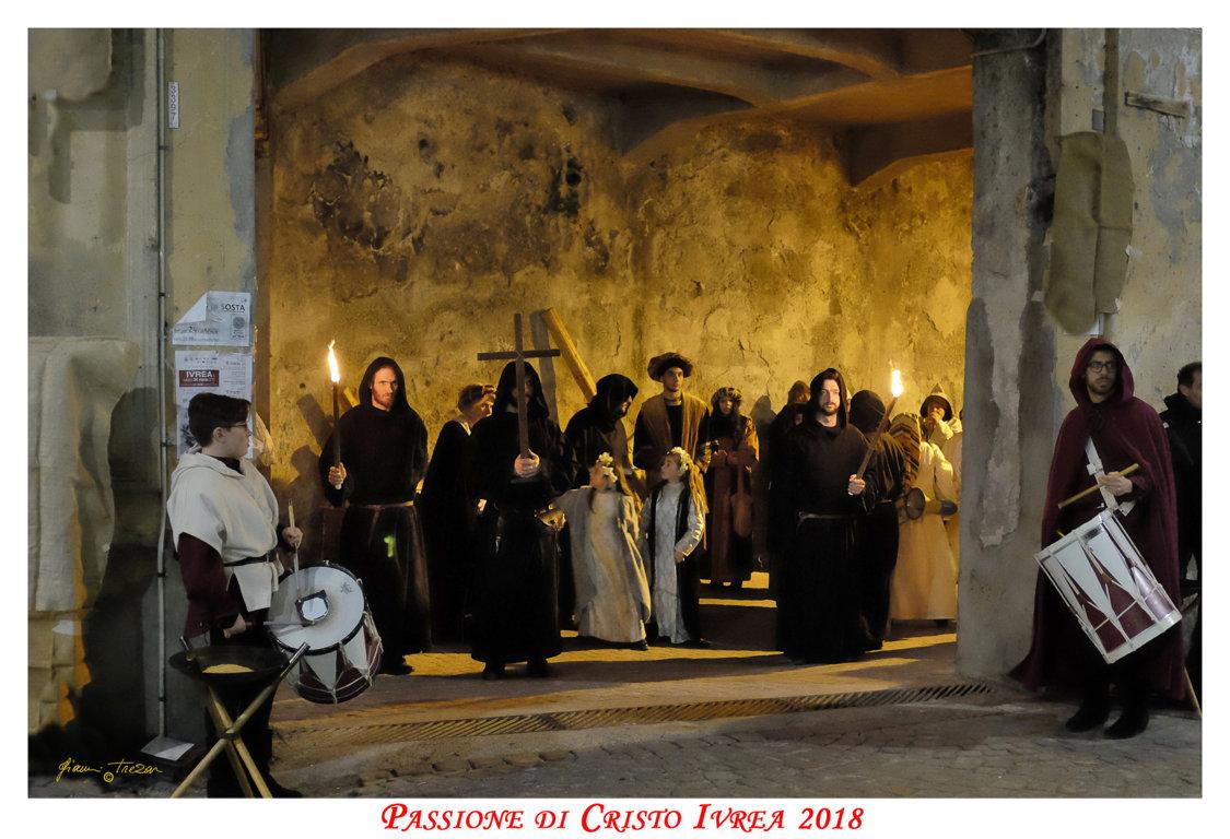 Passione_di_Cristo_Ivrea_2018_-_Città_UNESCO_-_Gianni_Trezar_-_(L'Attesa_in_Piazza_Ferrando)