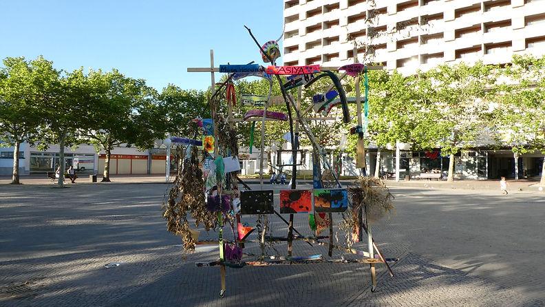 19_07_die Skulptur auf dem Marktplatz -