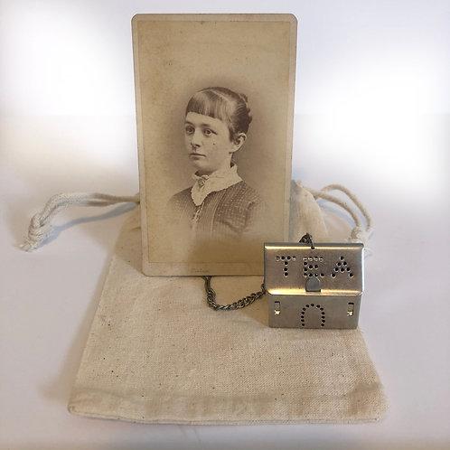 Vintage Cabinet Card and Tea Infuser