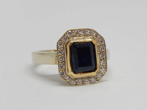 9CT WHITE GOLD & 18CT YELLOW GOLD SAPPHIRE / DIAMOND RING