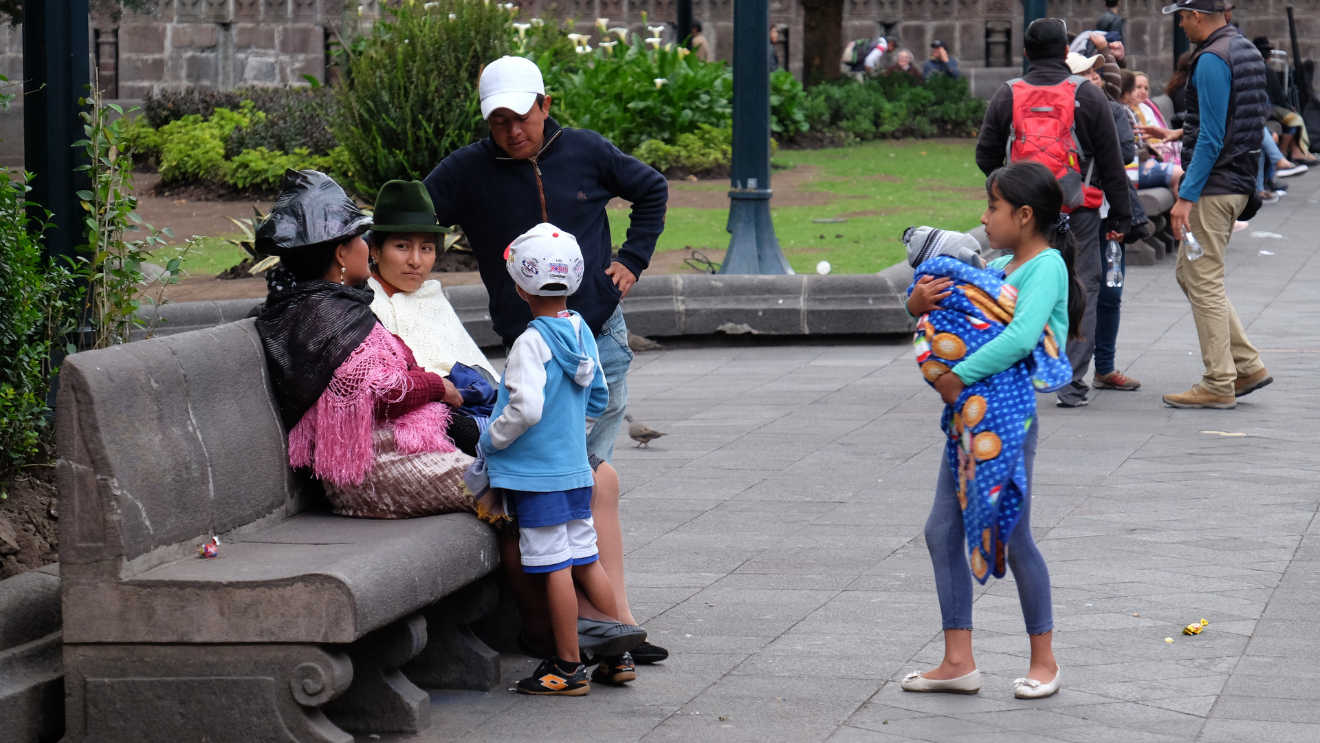 Chatting in the Plaza de la Independencia