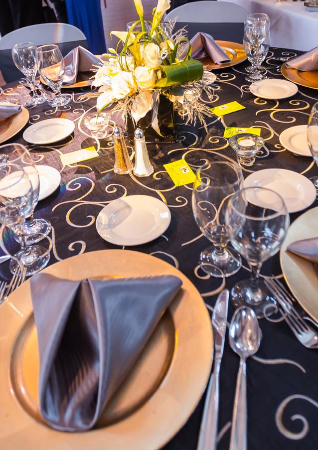 a-gorgeous-table-setting_14834615610_o.j