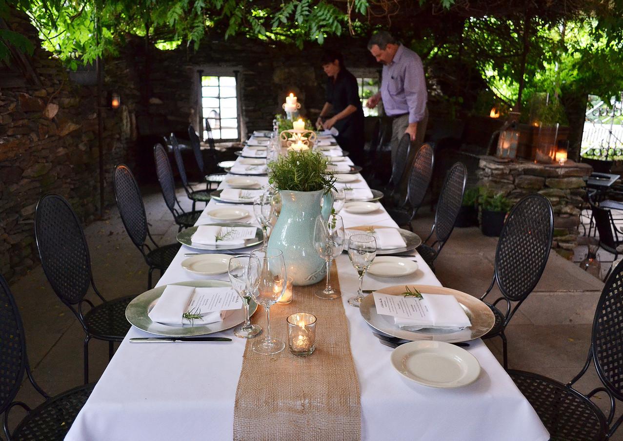 wine-dinner-table_18459238309_o.jpg