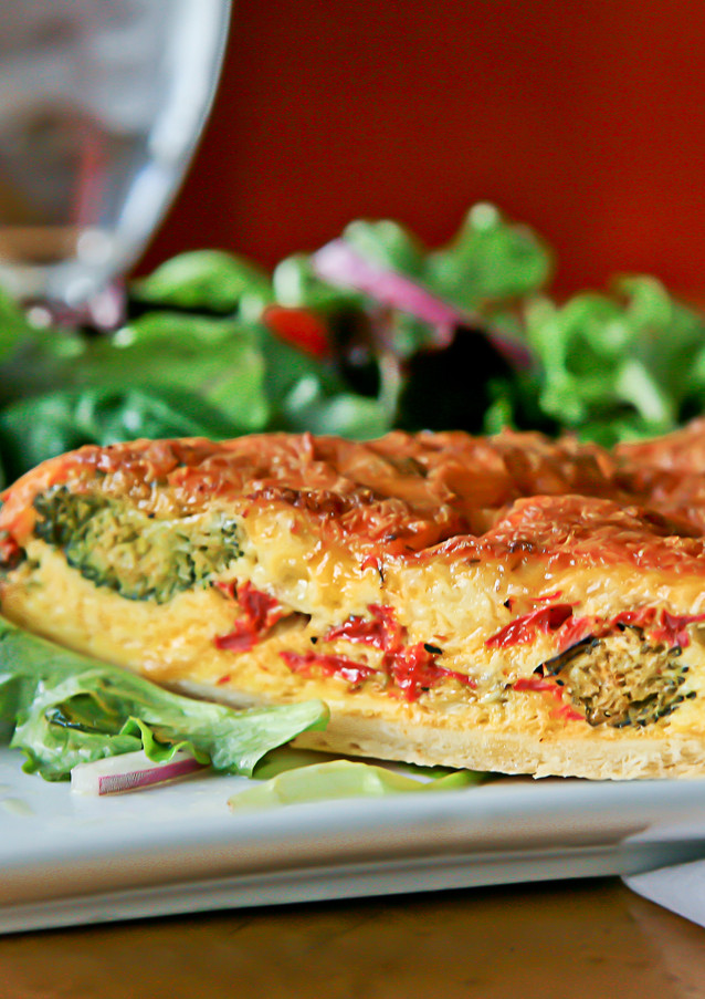 quiche-with-broccoli-and-tomatoes_131538