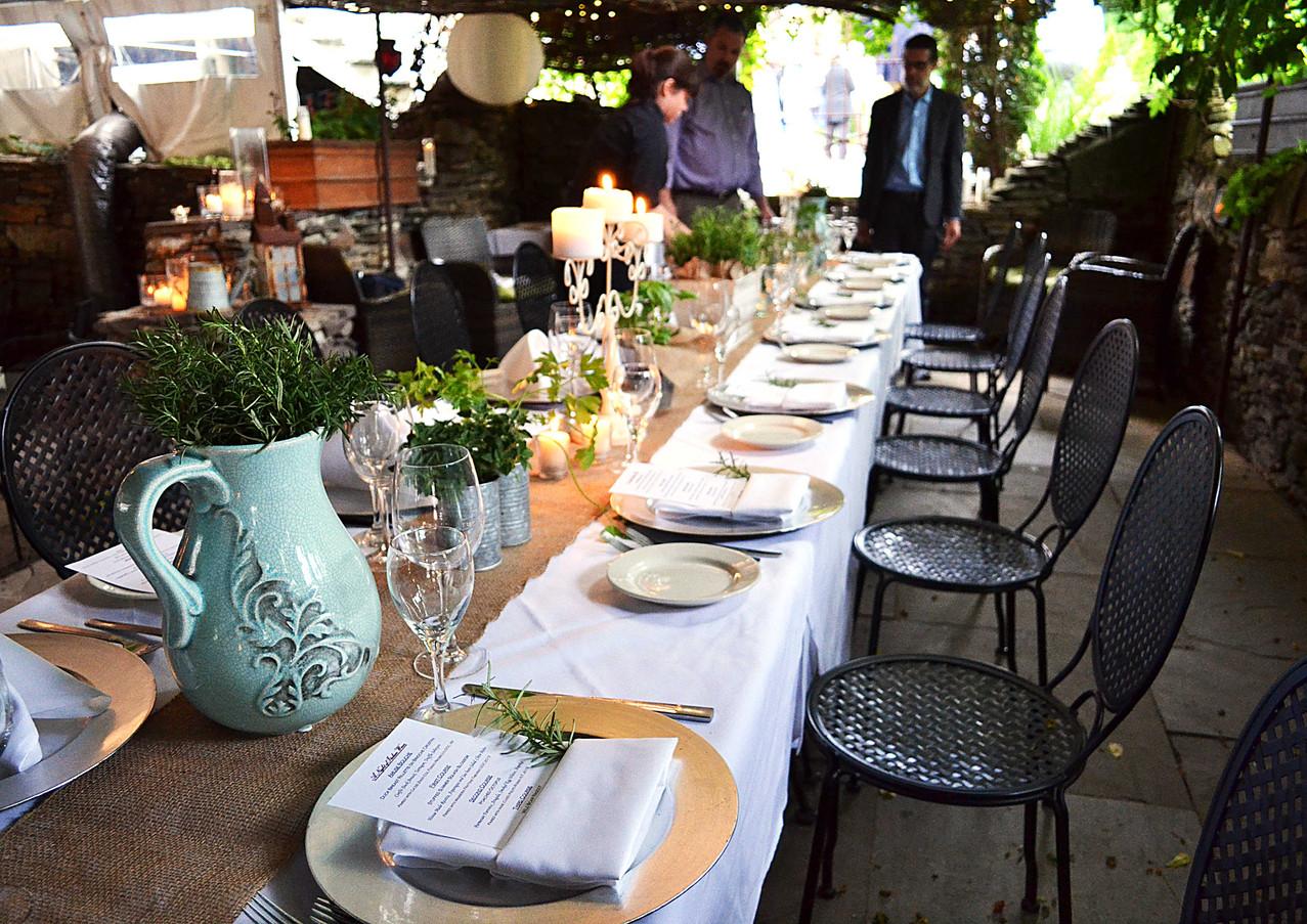 wine-dinner-table_18457697910_o.jpg