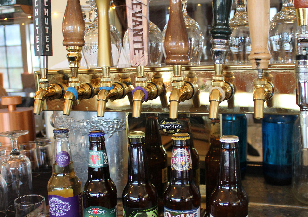beer-bottles-and-taps_26211879964_o.jpg