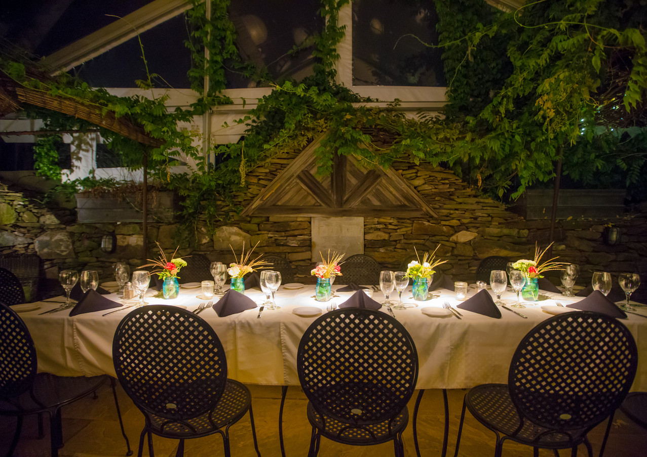 beautiful-table-on-the-upper-patio_14834
