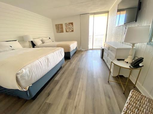Ludlam Hotel room