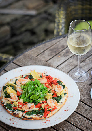 flat-bread-with-shrimp-spinach-and-roast