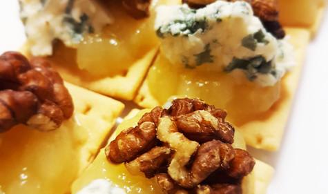 Pear butter, blue cheese & walnut toasti