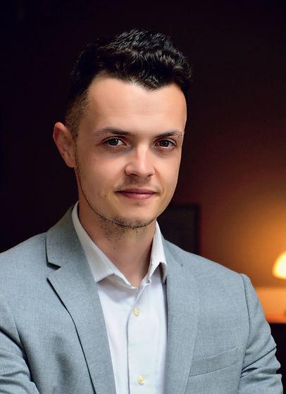 professional profile pic.jpg