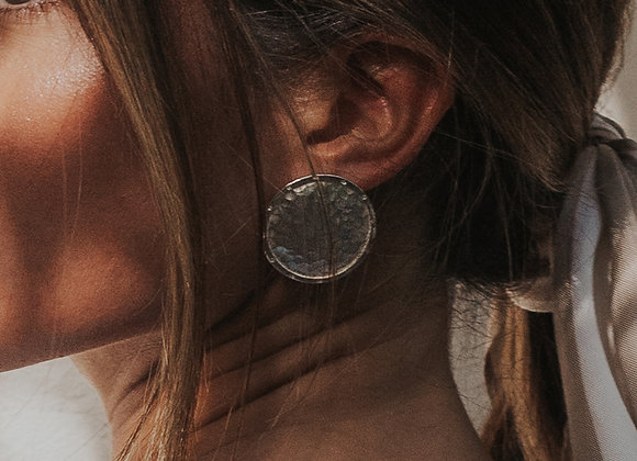Signature Coin Martelé Inlay earring