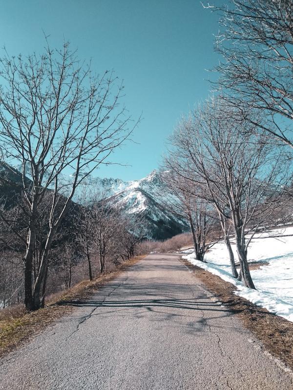 Alpes italianos em bardonnechia; caminhar na neve; conhecer a itália; viajar com pouco dinheiro; mochileiro. aventuras na neve sem gastar