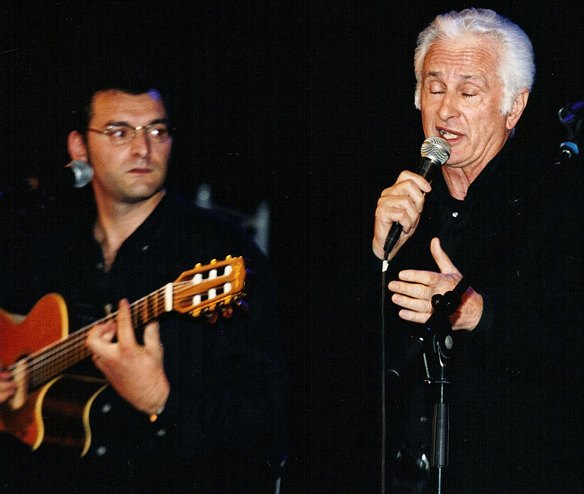 Bruno_Granier_sur_scène_avec_Marcel_Amont_Théâtre_Sète_Oct_2001