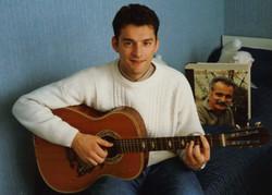 Bruno Granier avec la guitare GEROME de Brassens
