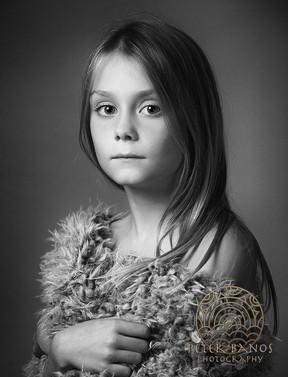 Portrét dievčaťa v chlpatej deke