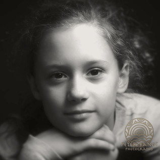 Dievča s tmavými očami