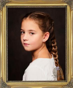 Klasický rámovaný portrét dievčatka