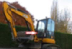 Стекло лобовое нижнее для мини экскаватора JCB 8035 zts