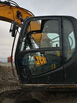 Установка дверного стекла JCB JS 220