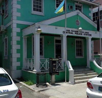 Murder suspect breaks out of police station